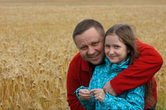 Папа с дочерью напольной стоковое фото