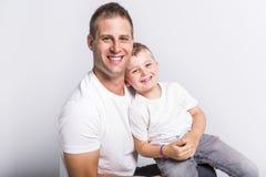 Папа с сыном стоковые изображения
