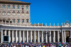 Папа Фрэнсис в Ватикане во время молитвы Ангел Господень стоковое фото rf
