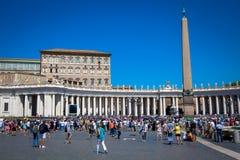 Папа Фрэнсис в Ватикане во время молитвы Ангел Господень стоковое изображение