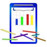 Папка с зажимом с диаграммой и покрашенными карандашами Стоковые Фотографии RF