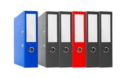 Папки офиса черные и красный цвет изолированный на белизне Стоковые Изображения RF