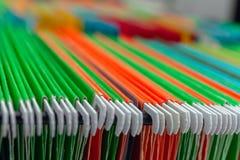 Папки файла смертной казни через повешение абстрактной предпосылки красочные в ящике стоковые фото