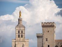 Папский дворец, исторический дворец расположенный в Авиньоне, южной Франции Оно одно из самое большое и самое важное средневеково стоковые изображения