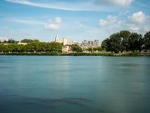 Папский дворец touristic привлекательность 2 построенная в средневековом времени, в Авиньоне, южная Франция Рона пересекает стоковое изображение rf