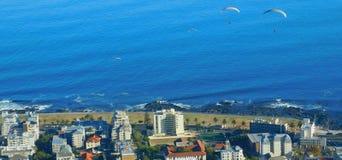 Параглайдинг от холма сигнала, Кейптауна Стоковое Фото