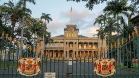 Парадные ворота дворца iolani в honolulu стоковые фото