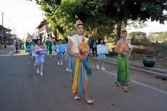 Парад в дне спорта основных студентов стоковая фотография