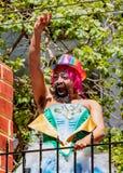 Парад гей-парада в Сан-Франциско - человек марширует solo в парад Стоковое Фото