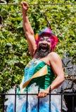 Парад гей-парада в Сан-Франциско - человек марширует solo в парад Стоковое Изображение