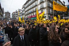 Парад Queima Das Fitas - традиционное праздненство студентов португальских университетов Стоковые Фото