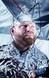 Параноидный парень с шляпой фольги стоковые изображения rf