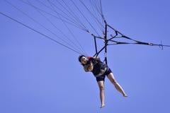 Парасейлинг игры девушки Стоковая Фотография RF
