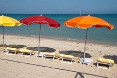 Парасоли и пляж в St Tropez стоковое изображение rf