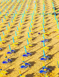 Парасоли на пляже моря Стоковая Фотография