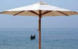 парасоль пляжа песочный океан Стоковое Изображение