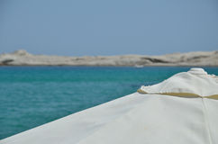 Парасоль пляжа с морем Стоковое фото RF