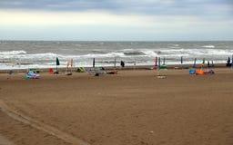 парасоль пляжа цветастый Стоковые Фотографии RF