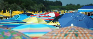 парасоль пляжа цветастый Стоковое Изображение