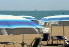 парасоль пляжа цветастый Стоковая Фотография