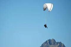 парашютировать человека Стоковые Изображения