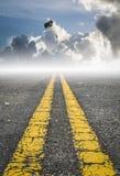 Парашютируйте на небе, дороге к успеху стоковые изображения