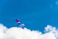 Парашютисты в небе Стоковая Фотография