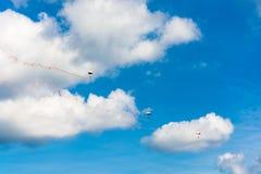 Парашютисты в небе Стоковое Фото