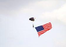 Парашютист с американским флагом Стоковое Изображение