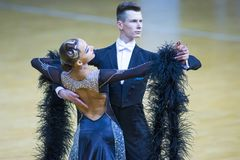 Пара Александра Tishuk и Ekaterina Shibeko выполняет программу стандарта молодости Стоковые Фото