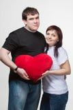 пара вручает сердце держа большой любя красный цвет Стоковое Фото