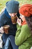 Пара в влюбленности выпивает кофе Стоковое Изображение