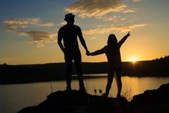 Пара в влюбленности держа руки Стоковые Изображения RF