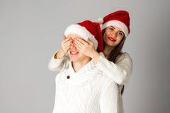 Пара в влюбленности празднует рождество в шляпе santa Стоковые Изображения