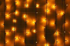 Параллельные линии гирлянд на стене Стоковое Изображение RF