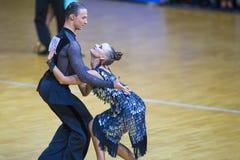 Пара Ивана Boykov и Dariya Prokopenko выполняет программа взрослое латинское †«американская Стоковые Фото