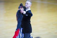 Пара Ивана Prahov и Ekaterina Sackevich выполняет стандартную программу Junior-2 на чемпионате соотечественника WDSF Стоковое Фото