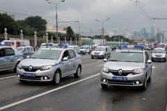 Парад Москвы полицейских машин вначале перехода города Стоковое Фото