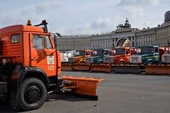 Парад муниципальных тележек чистки в Санкт-Петербурге Стоковые Изображения