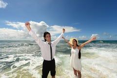 Пара на красивом пляже Стоковая Фотография