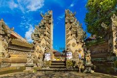 Парадный вход виска страны в Бали, Индонезии Стоковые Изображения