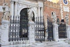 Парадный вход в венецианском арсенале, Венеции, Италии стоковые фотографии rf