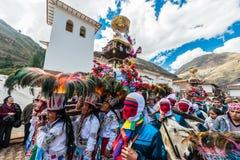 Парад перуанские Анды Pisac Перу Virgen del Кармена стоковое фото rf