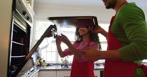 Пара печенья для Рождества дома акции видеоматериалы