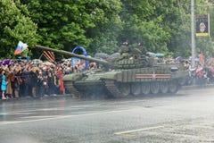 Парад победы в Донецке Военный парад предназначенный к семидесятому Стоковое Изображение