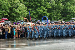 Парад победы в Донецке Военный парад предназначенный к семидесятому Стоковая Фотография