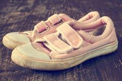 Пара старых розовых тапок Стоковая Фотография