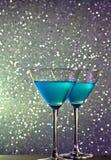 Пара стекел голубого коктеиля на таблице бара Стоковая Фотография