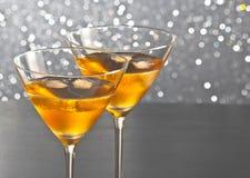 Пара стекел свежего коктеиля с льдом на таблице бара Стоковое Фото