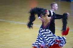 Пара танца Ивана Prahov и Ekaterina Sackevich выполняет программу стандарта Junior-2 Стоковые Фото
